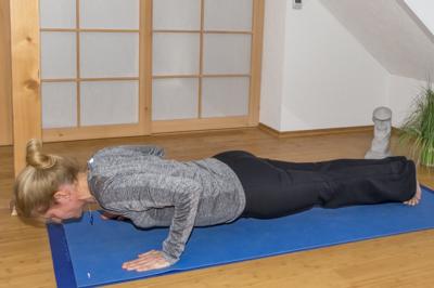 Yoga zum Abnehmen: Liegestütz