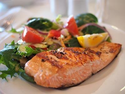 Gewicht verlieren mit 10 natürlichen Nahrungsmitteln: Lachs