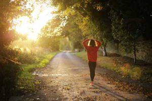 Dauerhaft abnehmen mit kleinen Schritten - Spaziergang