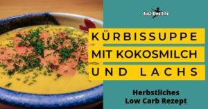 Low Carb Rezept: Kürbissuppe mit Kokosmilch und Lachs