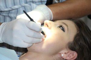 schlechte Zähne durch zu viel Zucker